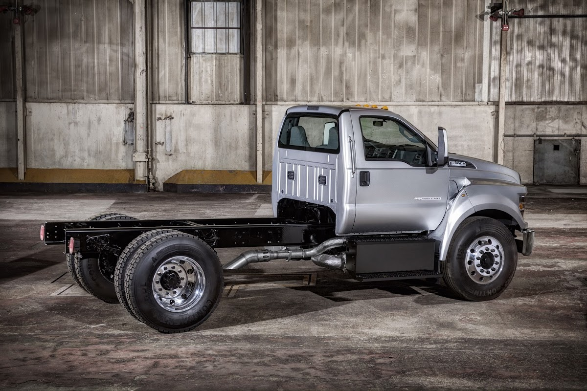 Fords New 2015 F650F750 Trucks Come with Fresh Engine Styling