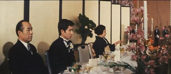 جشنِ عروسیای که بی حضورِ عروس شکل میگیرد؛ آئینی که از محتوا تهی میشود.