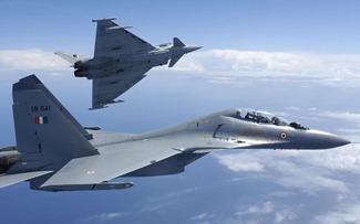 ВВС Индии [ВВС] Су-30МКИ самолеты, разработанные в России, на Красной упражнения флаг в Соединенных Штатах Америки и Indradhanush упражнение в Соединенном Королевстве