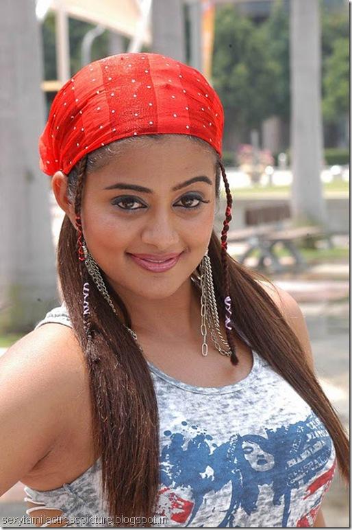 kshetram-priyamani-boobs-pic