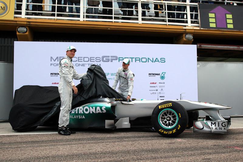 Mercedes-GP-Praesentation-2011-fotoshowImage-ef3ef7b7-564547.jpg