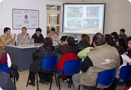 """Juan Pablo de Jesús entregó diplomas de los cursos """"Jóvenes Pymes 2011"""" y """"Taller de costura industrial 2011"""""""