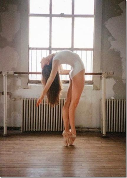 girls-stretching-yoga-048