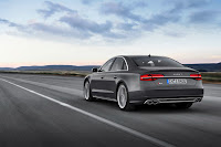 2014-Audi-S8-13.jpg