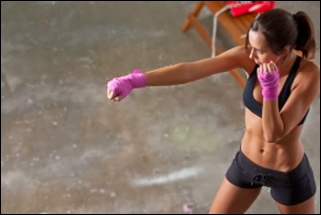 kickboxing-woman-abs