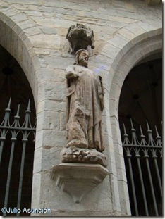 Santiago de la fachada de San Cernin - Pamplona