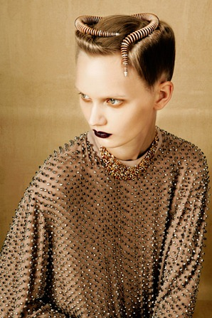 BOLD-GOLD-by-Oskar-Cecere-for-Vogue-Italia-DESIGNSCENE-net-08