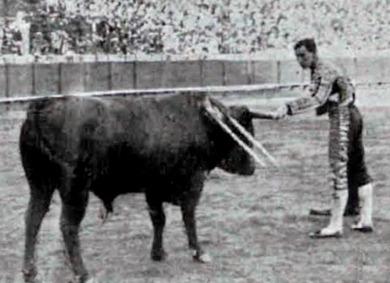 1915-09-28 (p 10-04 La Lidia) Sevilla 1 de feria Joselito 2º Toro