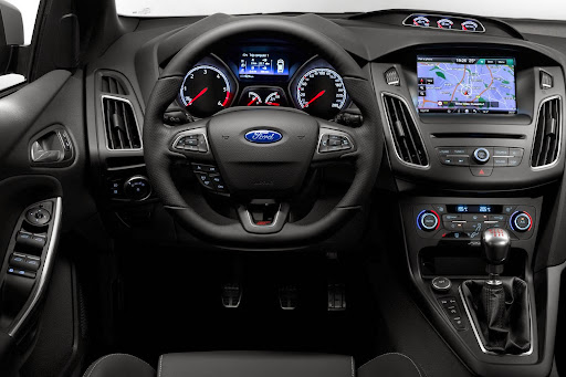 Ford-Focus-ST-06.jpg