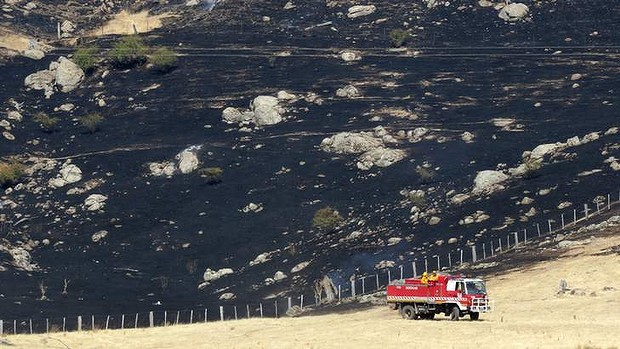 Scorched landscape and a fire truck in Victoria's north-east, 29 January 2013.  Winds in the bushfire zone reached 70 kilometres an hour. Photo: Angela Wylie / Sydney Morning Herald