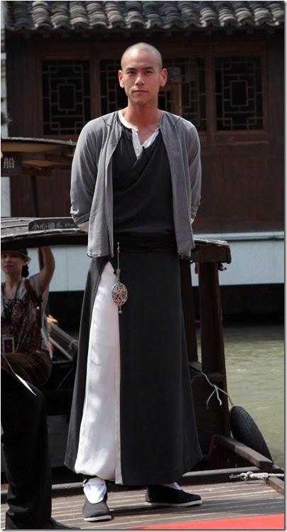 2013.09.03 Eddie Peng during Rise of the Legend - 彭于晏 黃飛鴻之英雄有夢 烏鎮 探班 01