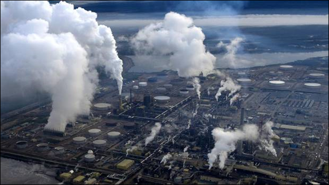Aerial view of Syncrude's oil sands upgrader facility located north of Fort McMurray, Alberta, 31 August 2010. Photo: Kevin Van Paassen / The Globe and Mail