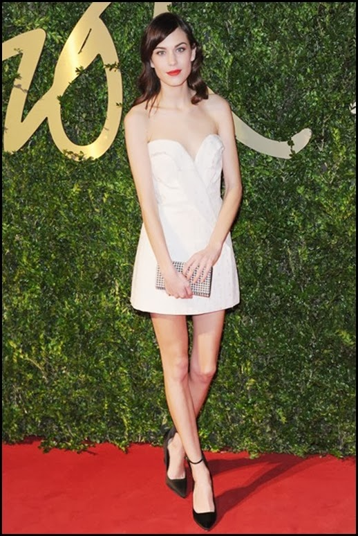 alexa-chung-vogue-2dec13-getty_b_426x639