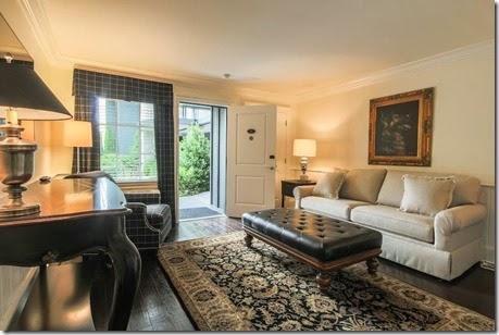 King-Suite-Living-Room