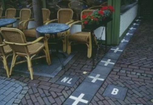 Boundary Between Countries: HOLAND & BELGIUM, ESPAIN & PORTUGAL, ENGLAND & SCOTLAND, LAOUS ,MYANMAR & THAILAND, GERMANY & CZECH, SPAIN & FRANCE