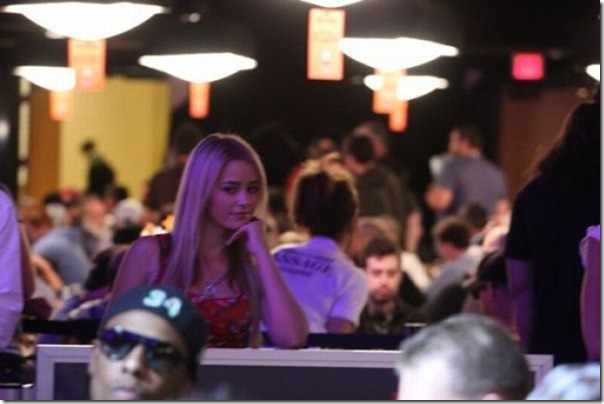 As garotas mais sexys jogarodas de poker (29)