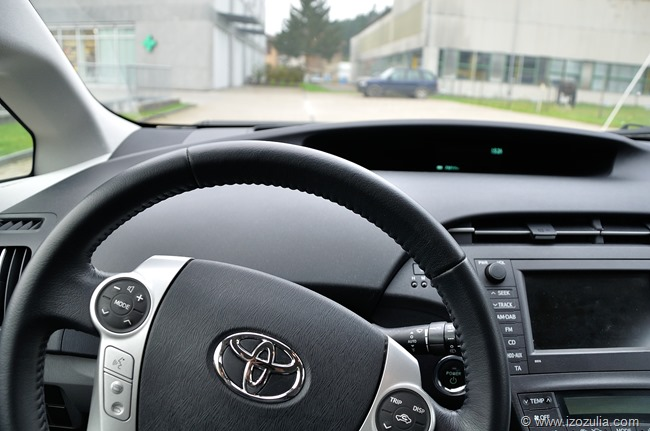 ToyotaPrius_11-17_16_25_43