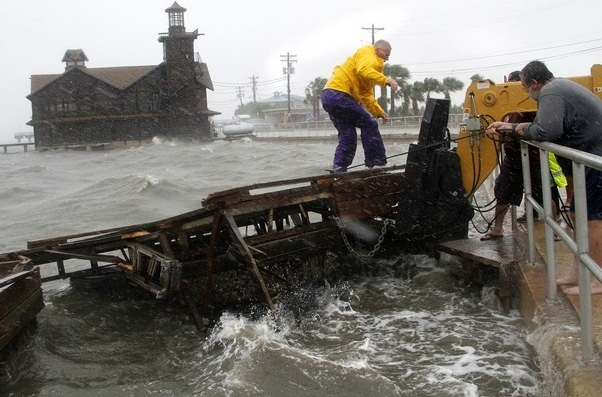 TS Debby in Cedar Key > The Gainesville Sun > Gainesville Sun Galleries > Photo 1 of 35