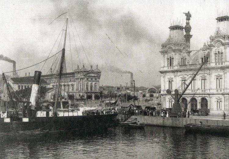 El LULIO atracado al embarcadero. De la Memoria sobre el estado y adelanto de las obras del puerto de Barcelona durante los años 1.907 a 1.910, ambos inclusive.jpg