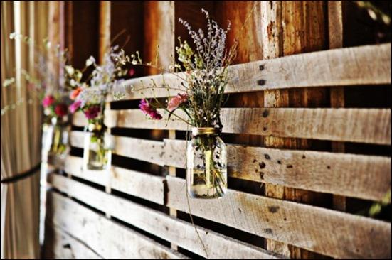 Ball-Jar-Wildflower-Wedding-Decor-600x398