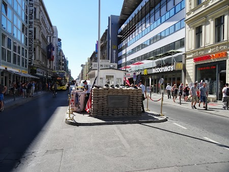 Obiective turistice Berlin: Checkpoint Charlie