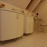 Białe szafki łazienkowe