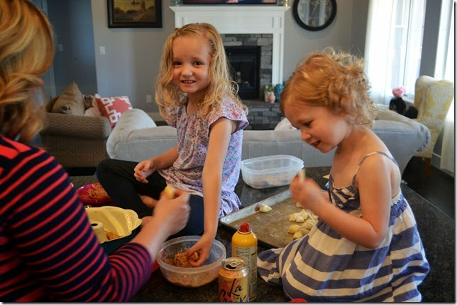 Caramel-Apple-Sticky-Buns-Recipe (2)