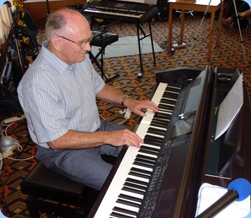Alan Dadson prepared a great programme for his last performance for the Club before heading off to live closer to his family in Tauranga. Thank you Alan for all your musical contributions to the Club and our best wishes for the future.