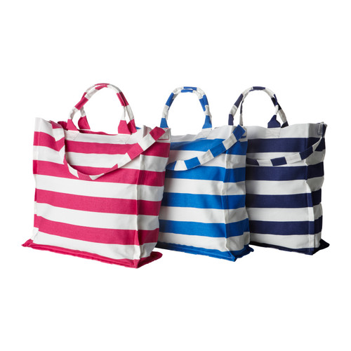 These graphic beach bags are under $10. (ikea.com)