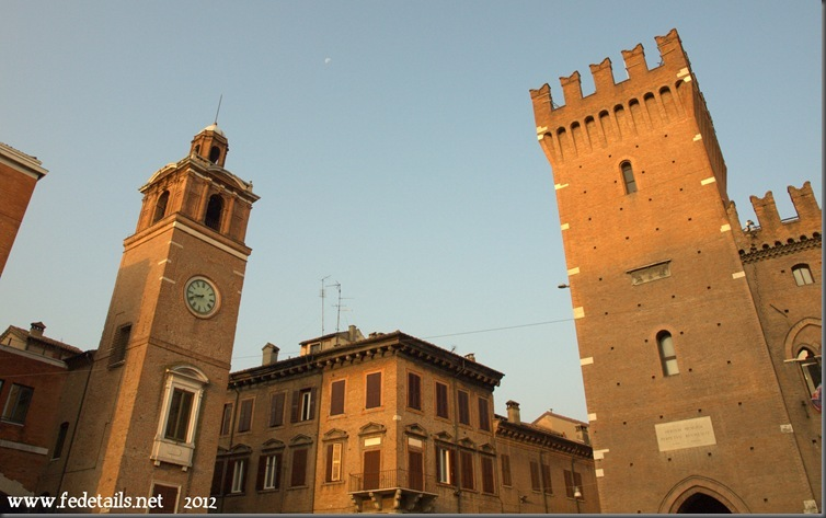 Due torri e la luna, Ferrara, Emiliaromagna, Italia - Two towers and the Moon, Ferrara, Emiliaromagna, Italy