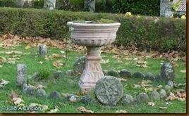 Fuente en el jardín de la iglesia - Oroz-Betelu