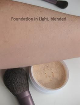 SheerCover-Studio-Mineral-Foundation-Light