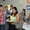 Los asistentes recibieron diplomas al final del taller de capacitación. En la gráfica, Jorge Vélez, entrega uno de los certificados.JPG