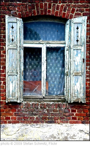 'Fenster02' photo (c) 2009, Stefan Schmitz - license: http://creativecommons.org/licenses/by-nd/2.0/