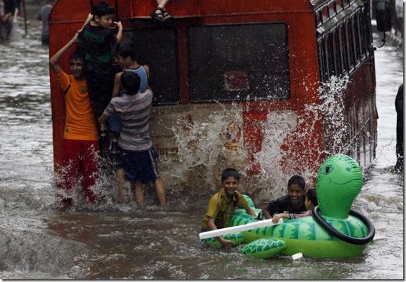 happy-flood-people-41