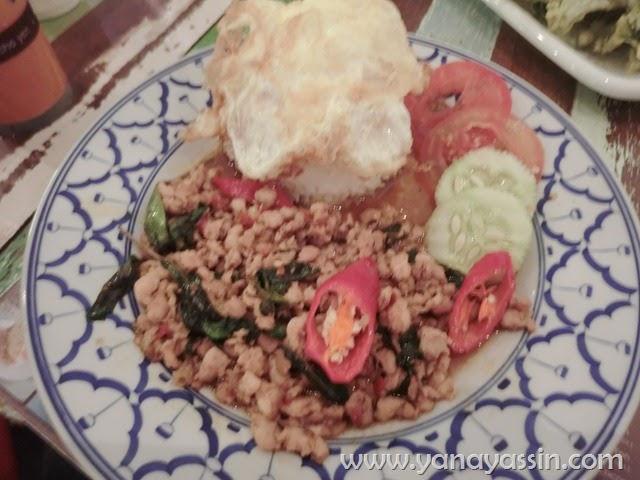 Boat Noodle Sedap - kra Pow Chicken Rice
