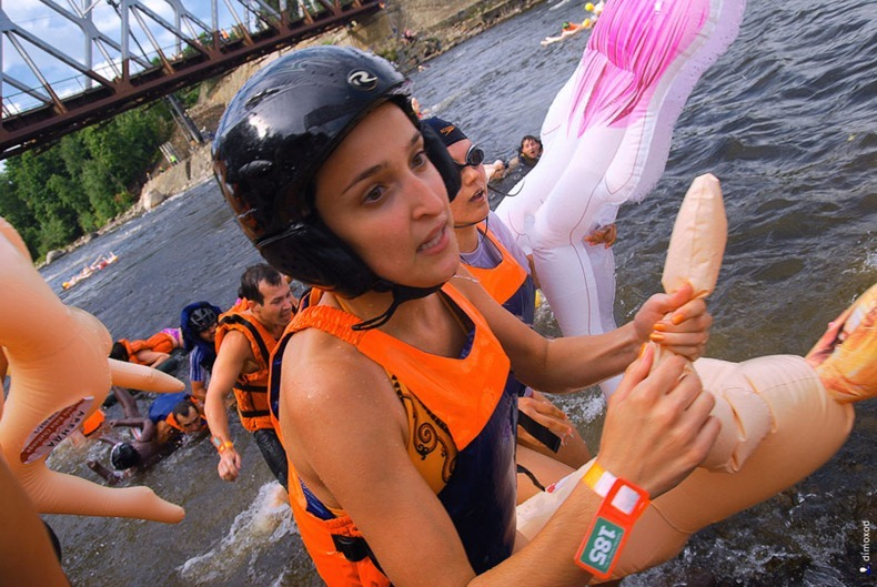 sex-doll-rafting25