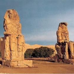 62 - Colosos de Memnon del templo de Amenofis III en Tebas