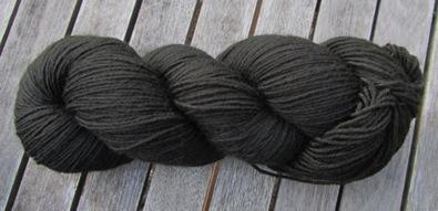Walnussschalen-Indigo-Färbung = schwarz