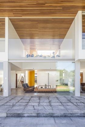 fachada-cristal-casa-Linhares-Dias-de-DOMO-Arquitetos
