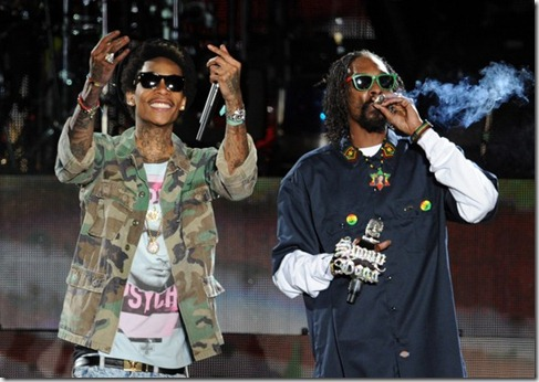 Wiz Khalifa (L) and Snoop Dogg