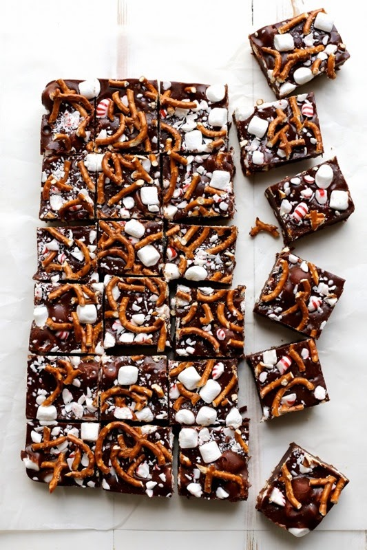 Peppermint-Pretzel-Marshmallow-Fudge-7-e1417529845521