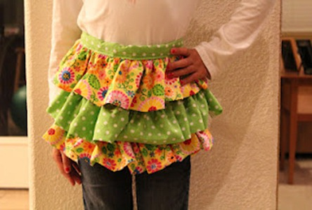 feature ruffle apron