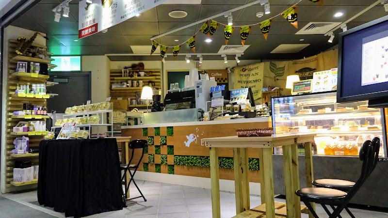 幸福樂手咖啡館 Erato Cafe 裡面另外一邊.JPG