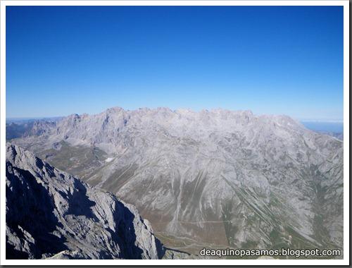 Jito Escarandi - Jierru 2424m - Lechugales 2444m - Grajal de Arriba y de Abajo (Picos de Europa) 0088