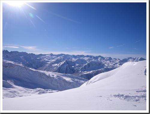 Cap de Baqueira 2466m desde Parking Orri con esquis (Baqueira, Valle de Aran, Pirineos) 2954
