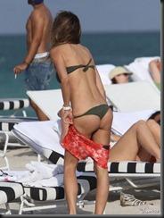 claudia-galanti-bikini-1218-16-675x900