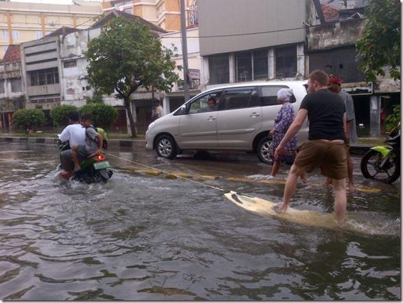 happy-flood-people-15