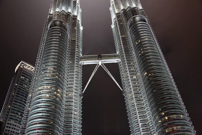 18. turnurile Petroas noaptea.JPG