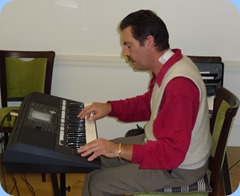 Peter Littlejohn playing Bennie Gunn's Yamaha PSR-S950 keyboard